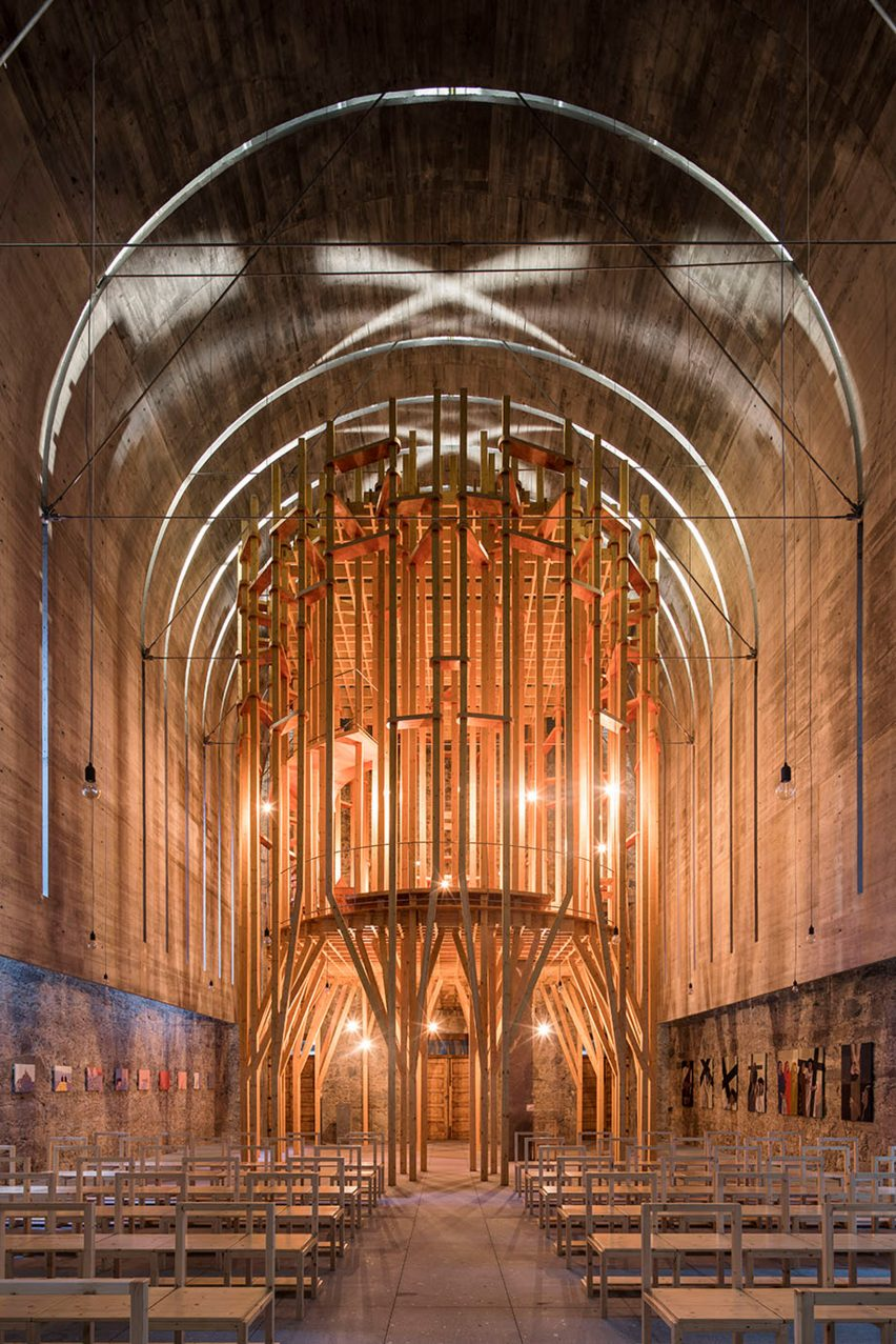 "Portuguese architects Cerejeira Fontes renovate the Imaculada Chapel with an ""indoor forest"" structure"