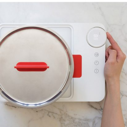 Royal College of Art graduate Yu Li has designed a portable cooking set that is aimed at millennials with limited kitchen space.