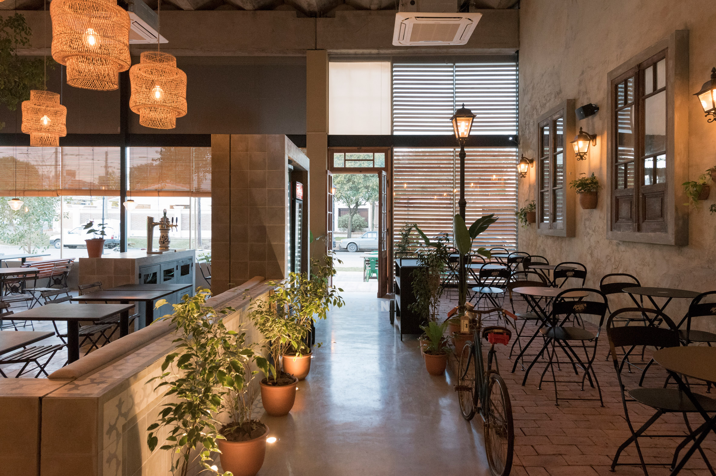 Pigmento Experimenta infuses Pan Plano pizzeria in Argentina with rustic charm