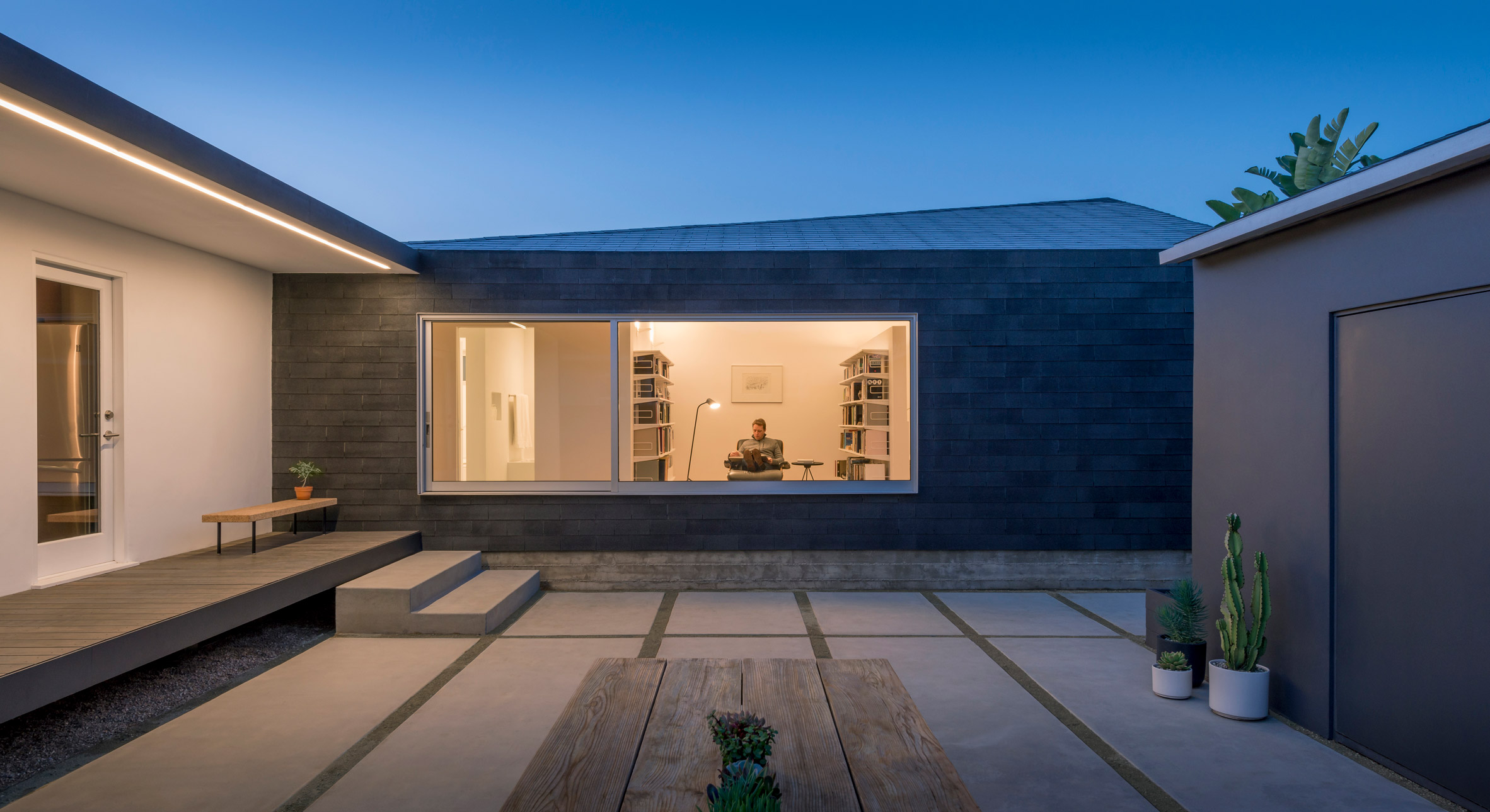 Edward Ogosta brightens Californian bungalow with Rear Window House extension