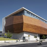 "Wooden ""treasure chest"" wraps Tel Aviv's new museum of natural history"