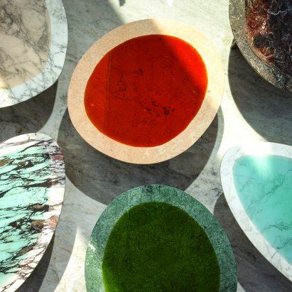 Carla Baz debuta muebles de resina y mármol en Beirut