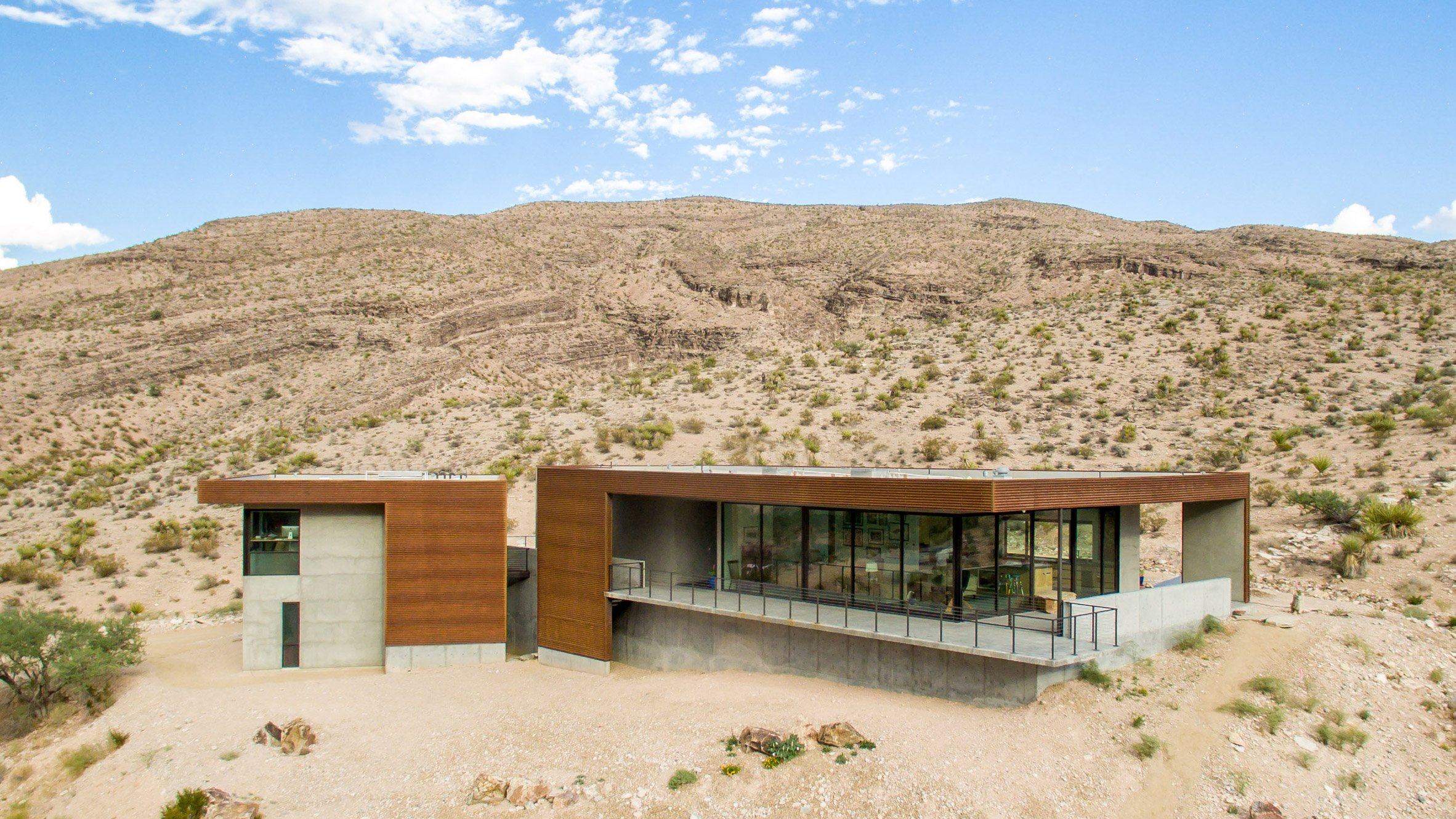 Hoogland Architecture designs Arroyo House for stark desert site in southern Nevada