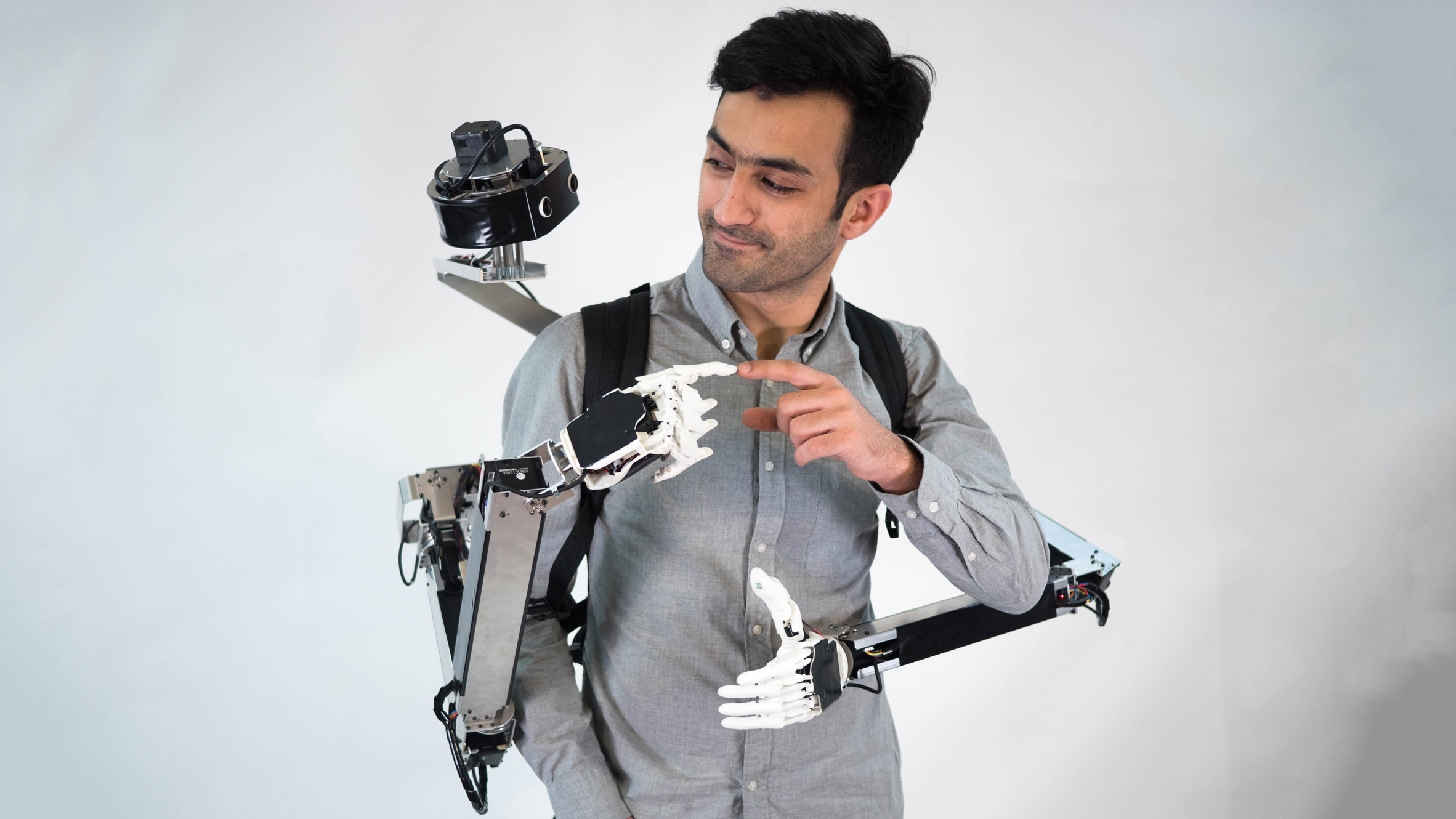 Backpack-style robot companion gives wearer two functional extra hands