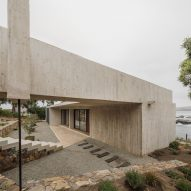 Viewing platform tops Felipe Assadi's Casa Cipolla on Chilean coast