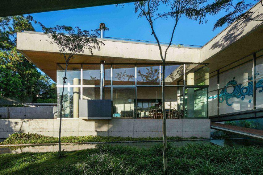 Casa em Cotia by Una Arquitetos