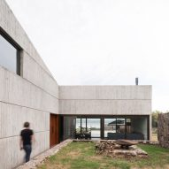 Alarciaferrer Arquitectos builds Casa MM within Argentinian nature preserve
