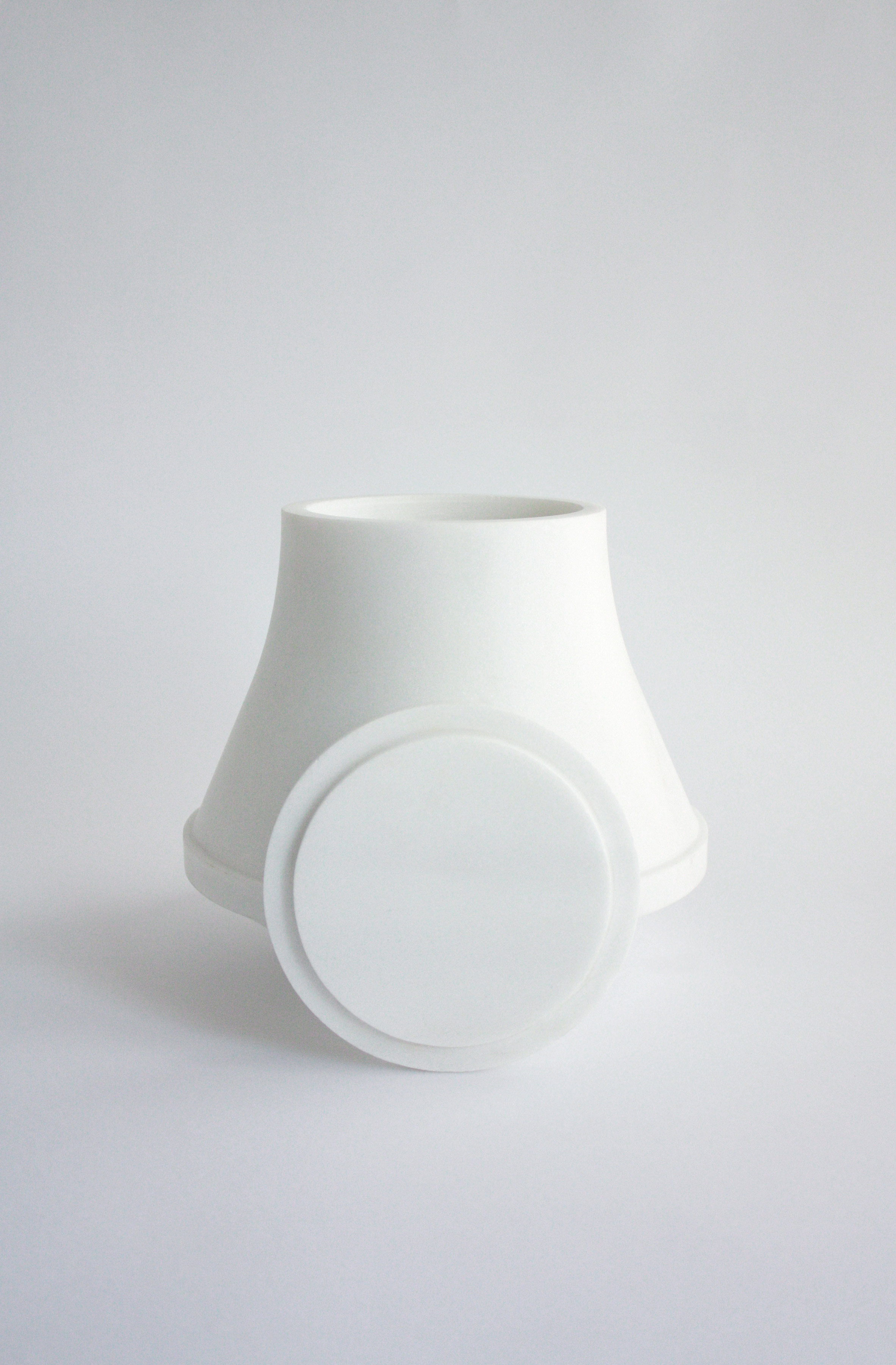 Maria Tyakina redesigns traditional cremation urn to better suit modern homes