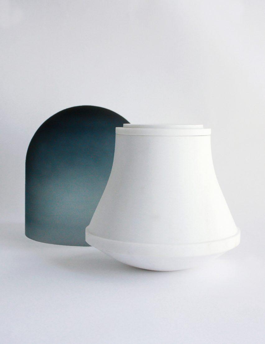 Maria Tyakina rediseña una urna de cremación tradicional para adaptarse mejor a las casas modernas