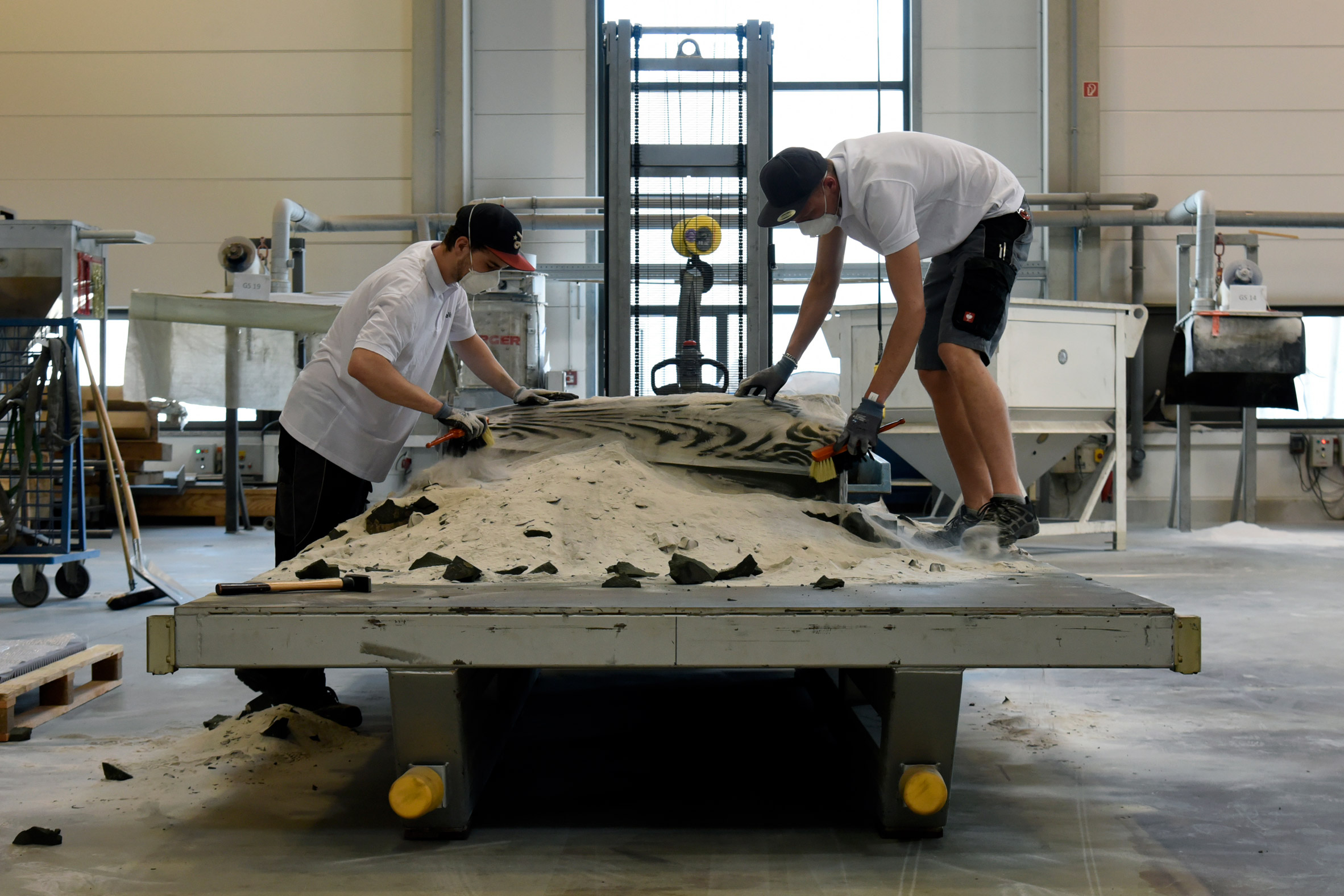 ETH Zurich makes lightweight concrete ceiling using 3D sand-printing