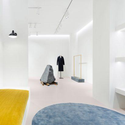 Loreak flagship store by Pensando en Blanco