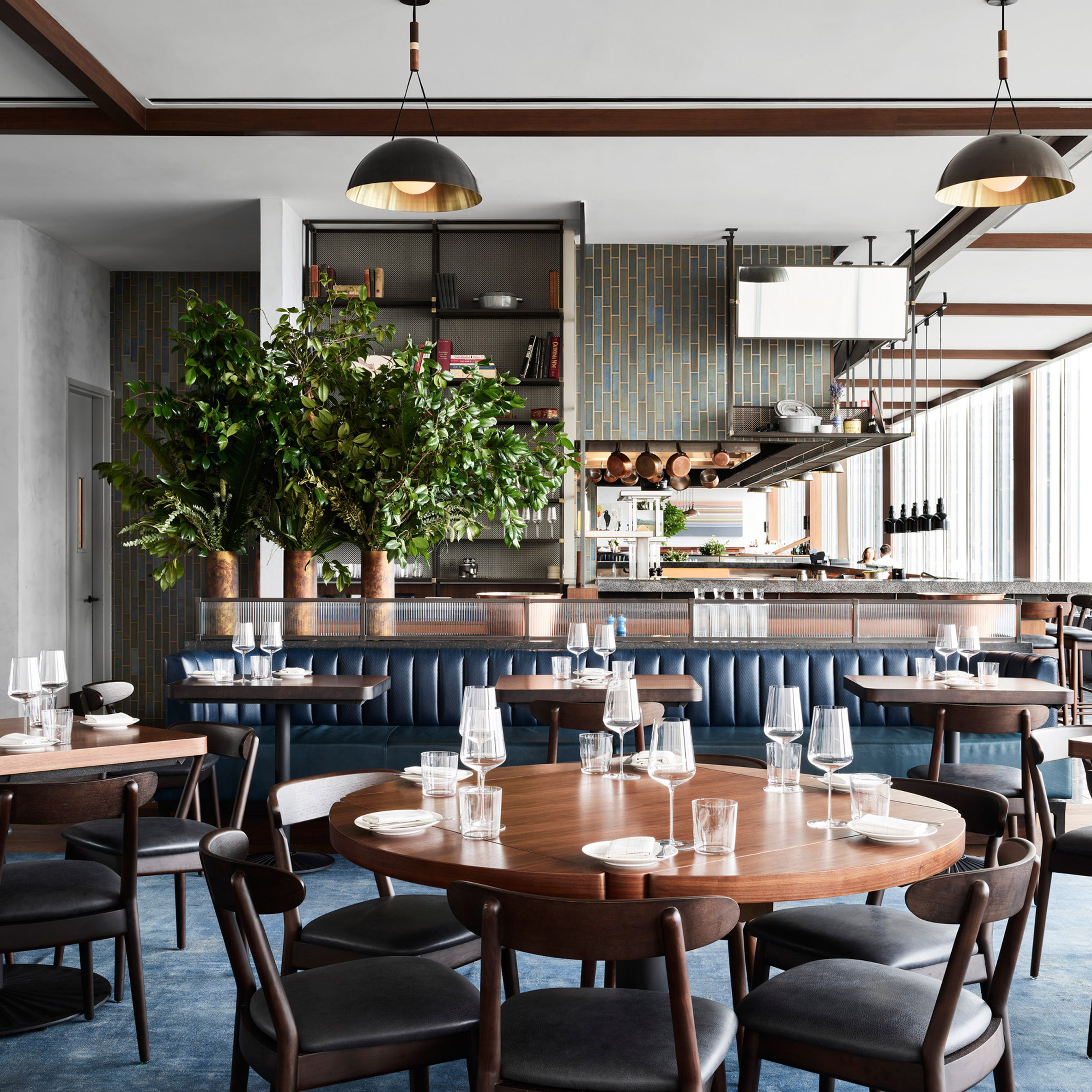 manhatta restaurant by woods bagot borrows colours from outside rh dezeen com new york restaurant interiors