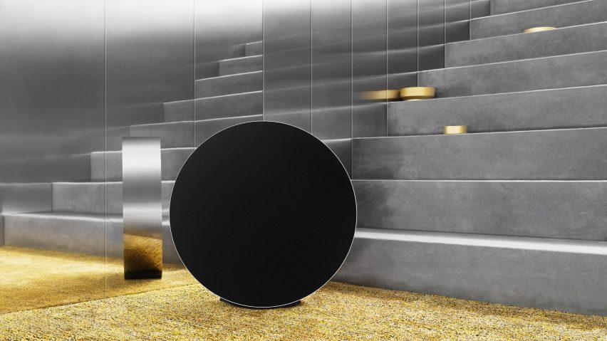 Michael Anastassiades diseña el altavoz Bang & Olufsen que ajustas rodando
