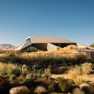 "Shapeshifter House by OPA emerges from Nevada site as a ""desert mirage"""