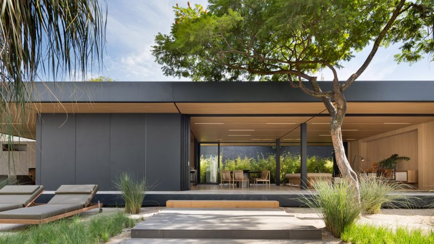 Studio Arthur Casas designs prefabricated home for SysHaus