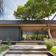 Studio Arthur Casas designs prefabricated home for SysHaus