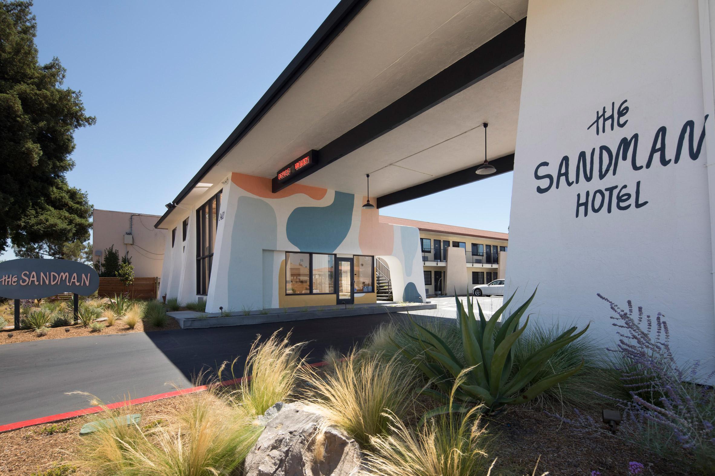 Sandman Hotel Studio Tack Interiors California Usa Dezeen Novices  Modern