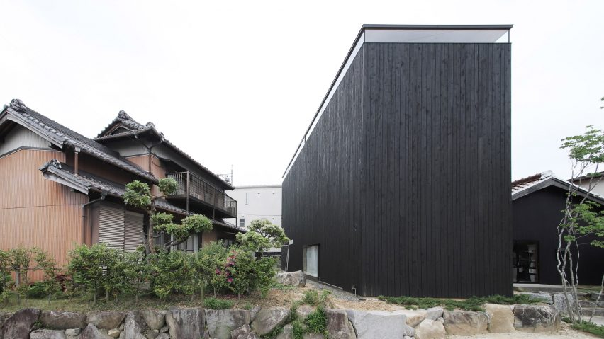 Katsutoshi Sasaki S Minimalist Home Has A Dark Exterior And A Light