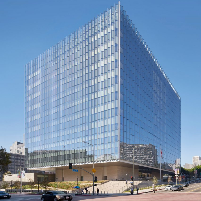 som wraps downtown la courthouse in pleats of glass rh dezeen com la courthouse west la courthouse santa monica
