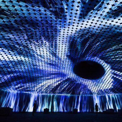 Vortex of Particles by TeamLab