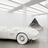 "Daniel Arsham's ""dystopian"" 3018 exhibition perverts items from US pop culture"
