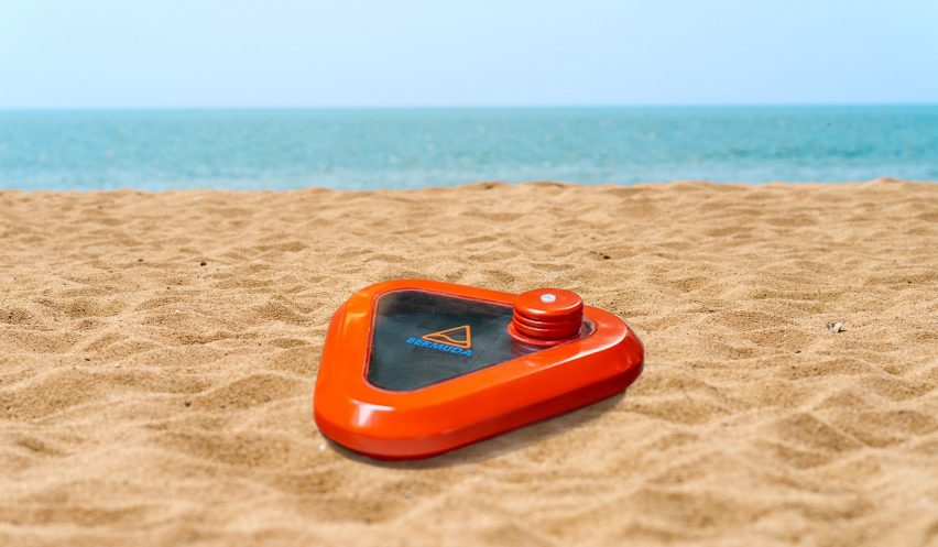 Pop-up seawater purifier designed for emergencies uses light to remove salt