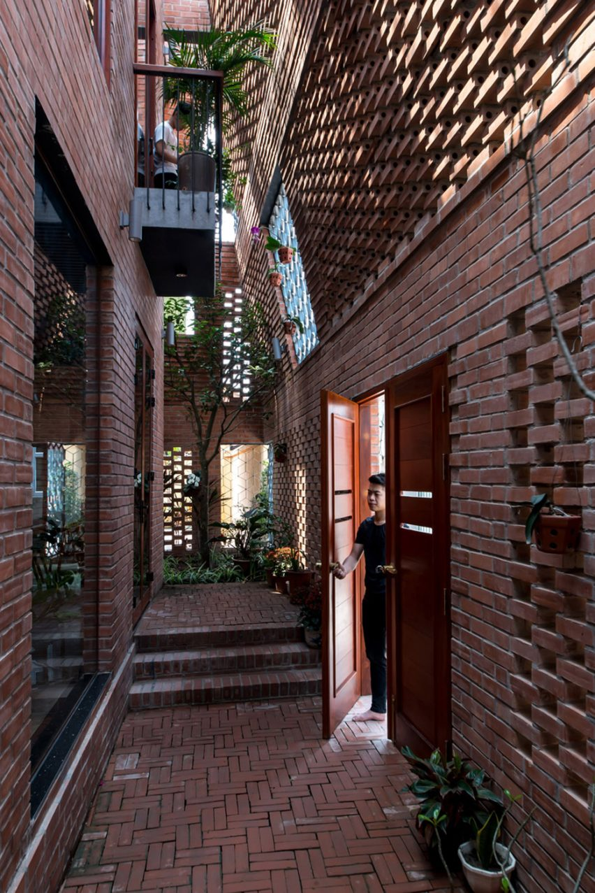 Brick Cave by H&P Architects