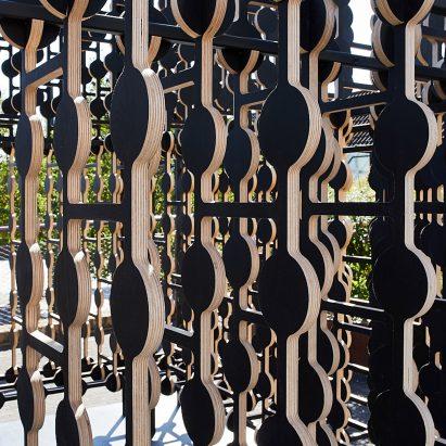Las capas de contrachapado crean ilusiones de densidad para la instalación de Byplace en el London Design Festival