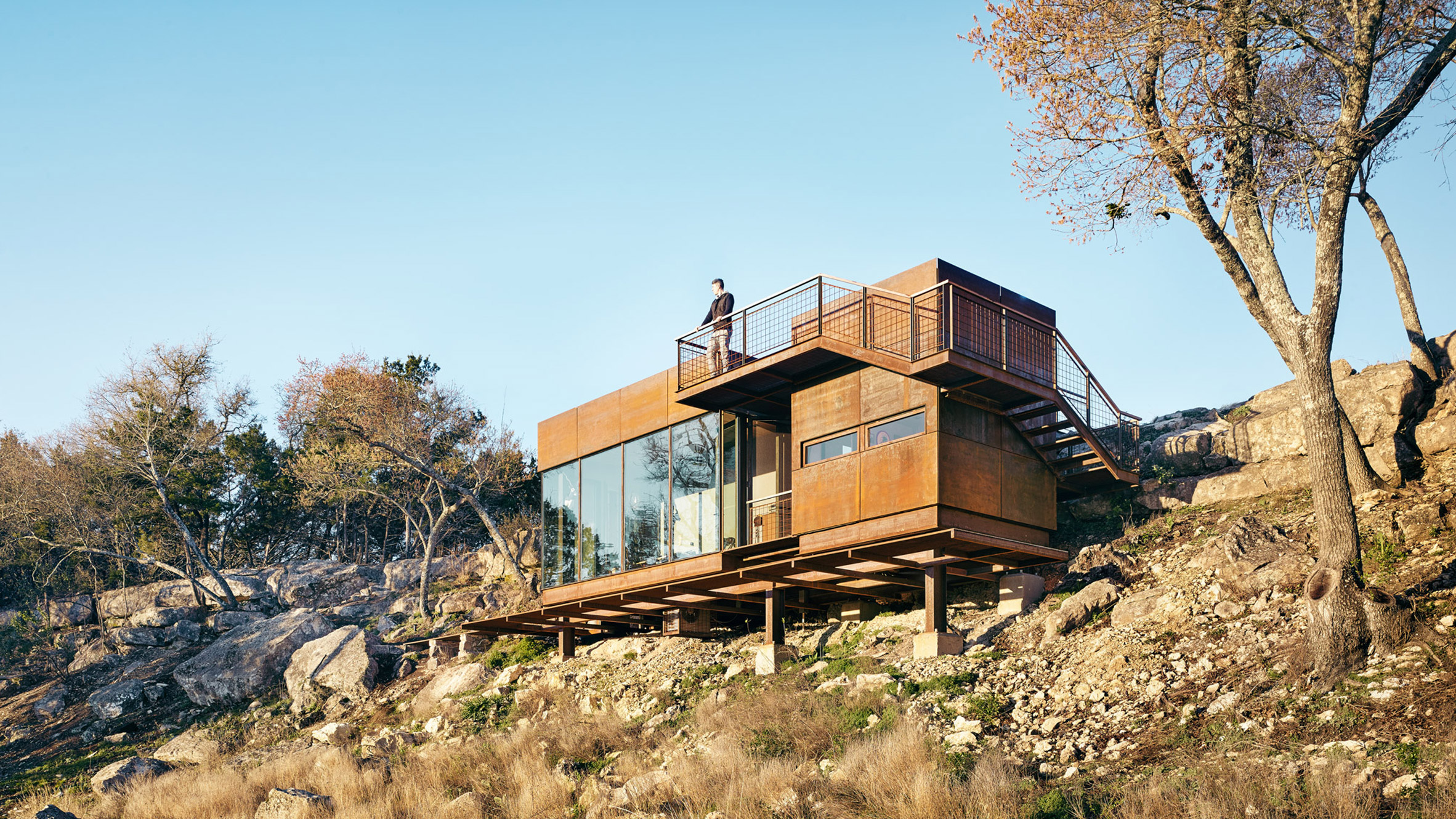 Clear Rock Lookout By Lemmo Provides Vantage Point From Texas Hillside - Tower-house-in-texas-by-andersson-wise-architects