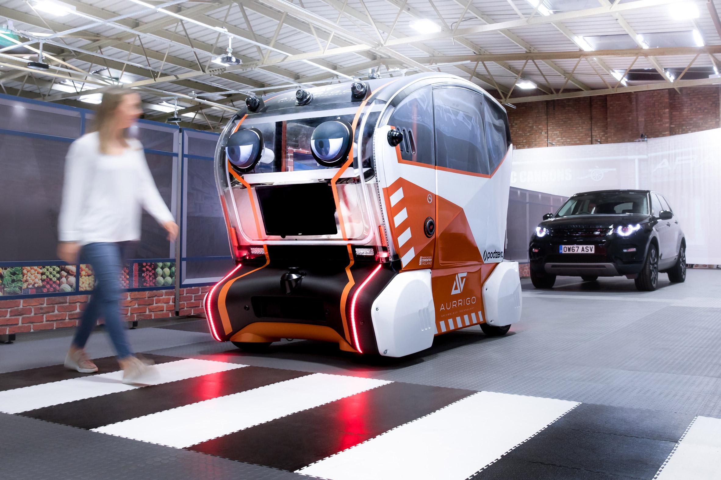 https://static.dezeen.com/uploads/2018/09/jaguar-land-rover-selfdriving-car-eyes-transport-technology_dezeen_2364_col_2.jpg