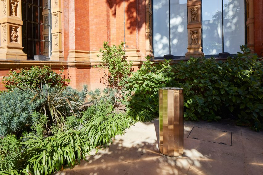 "Michael Anastassiades installs bronze drinking fountain at the V&A that ""lights up your whole face"""