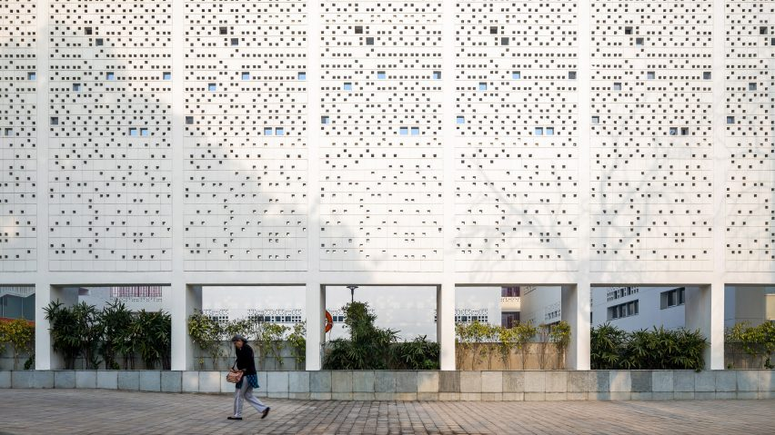 Cool Real Architecture Buildings On Perforated Walls And Subterranean Spaces Keep Students Cool At New Delhi School
