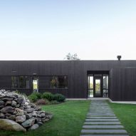 Deborah Berke Partners completes low-slung black residence in Connecticut