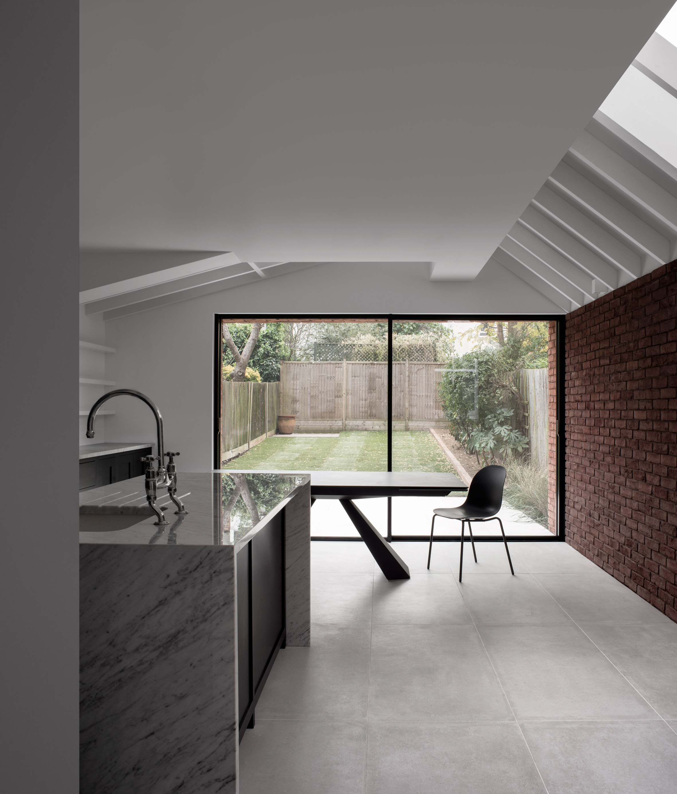 "Trewhela Williams' Sinter House extension ""celebrates the sculptural potential of brickwork"""