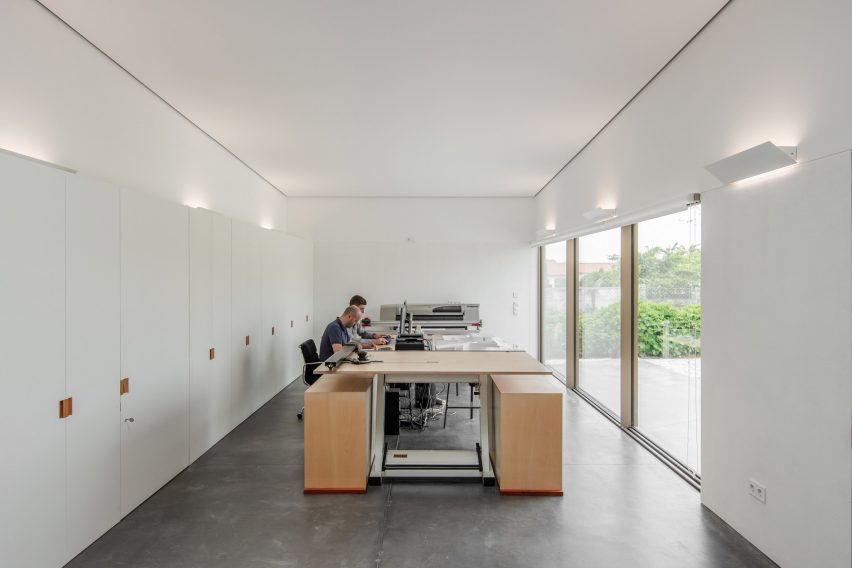 Arada Office by Nelson Resende