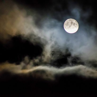 "Chengdu plans to launch ""artificial moon"" to replace street lights"