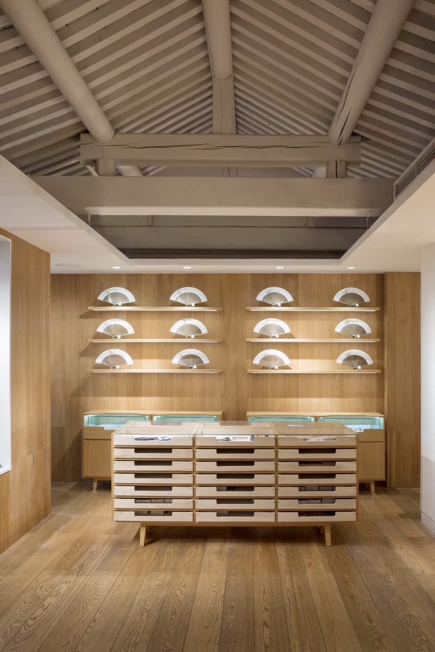 Fan Shop in Beijing by Golucci