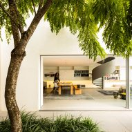 Studio MK27 updates and expands Gama Issa house in São Paulo