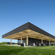 Giant roof tops Montreal golf clubhouse by Architecture49