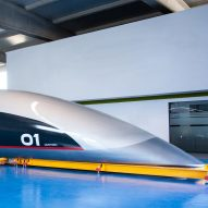 "Priestmangoode creates full-scale prototype of ""spaceship-like"" Hyperloop capsule"