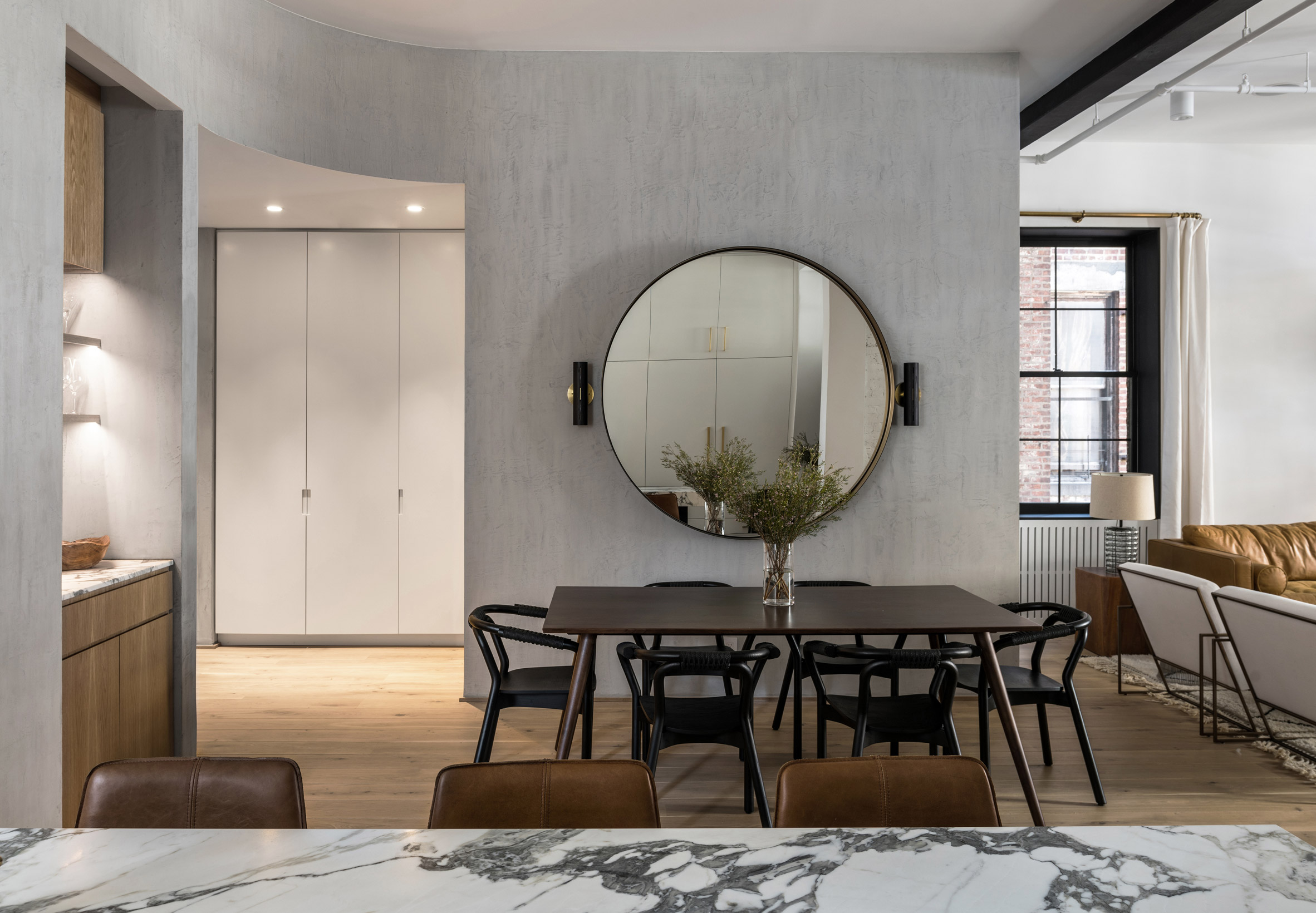 "Worrell Yeung updates apartment in former Manhattan hotel with ""classic materials"""