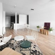 Sardenya Apartment by Raul Sanchez Architects