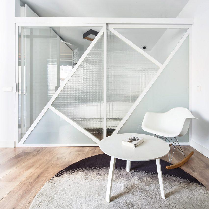 Sardenya Apartment by Raul Sanchez Architects