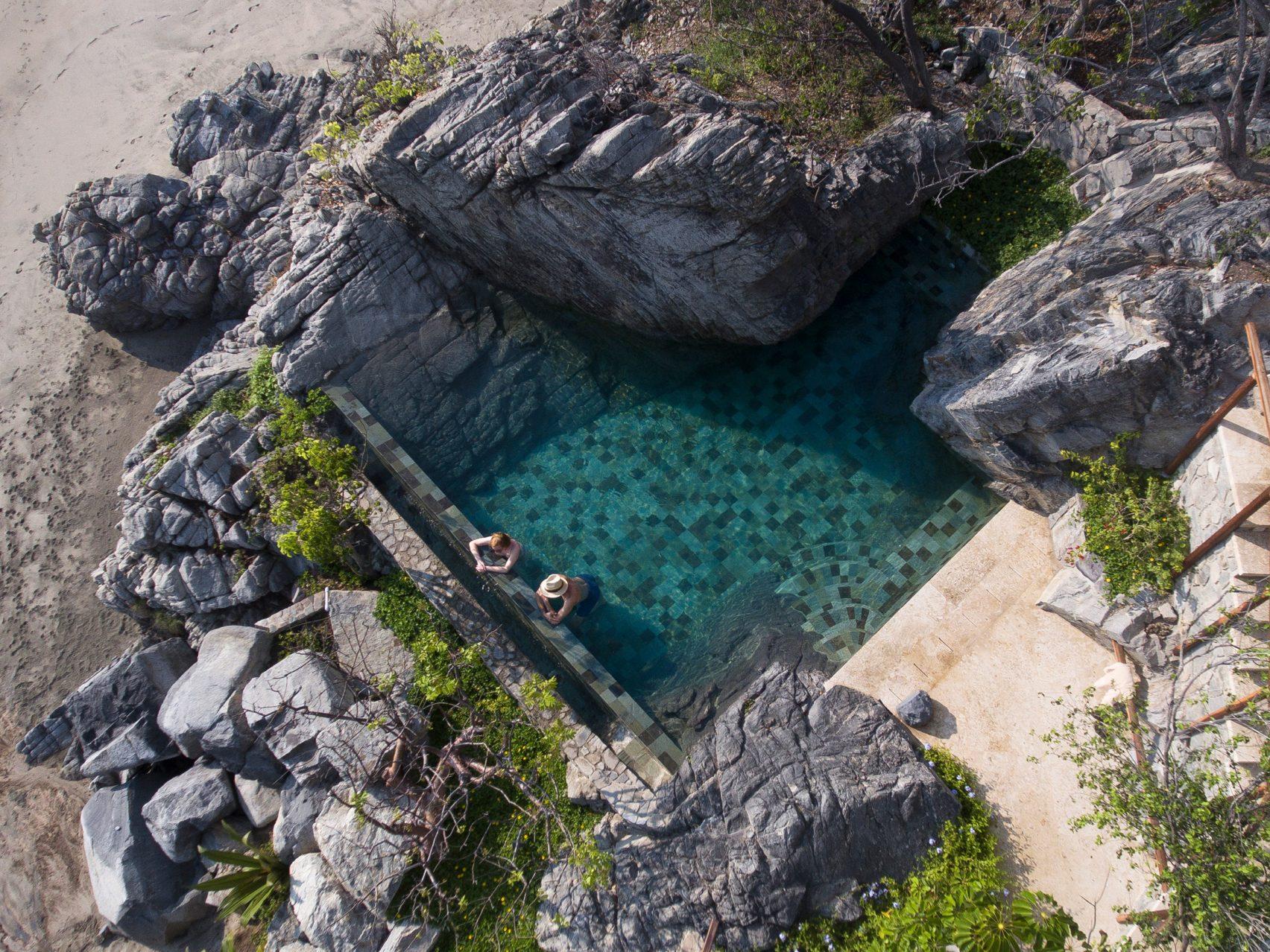 Пляжный дом с бассейном на Тихом Океане