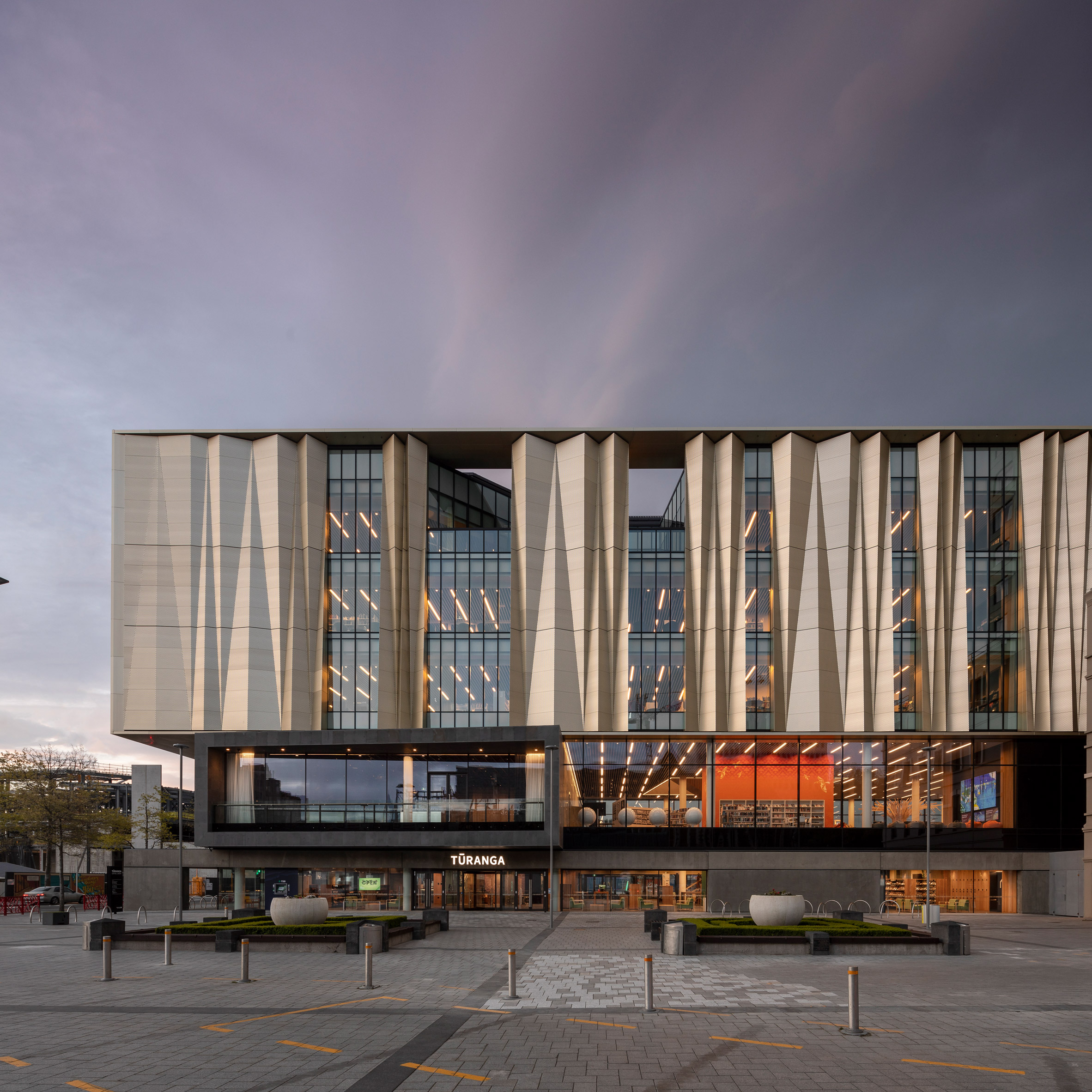 Schmidt Hammer Lassen wraps earthquake-resistant Christchurch library in golden screen