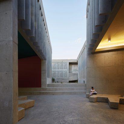 Edificio E by Barclay & Crousse