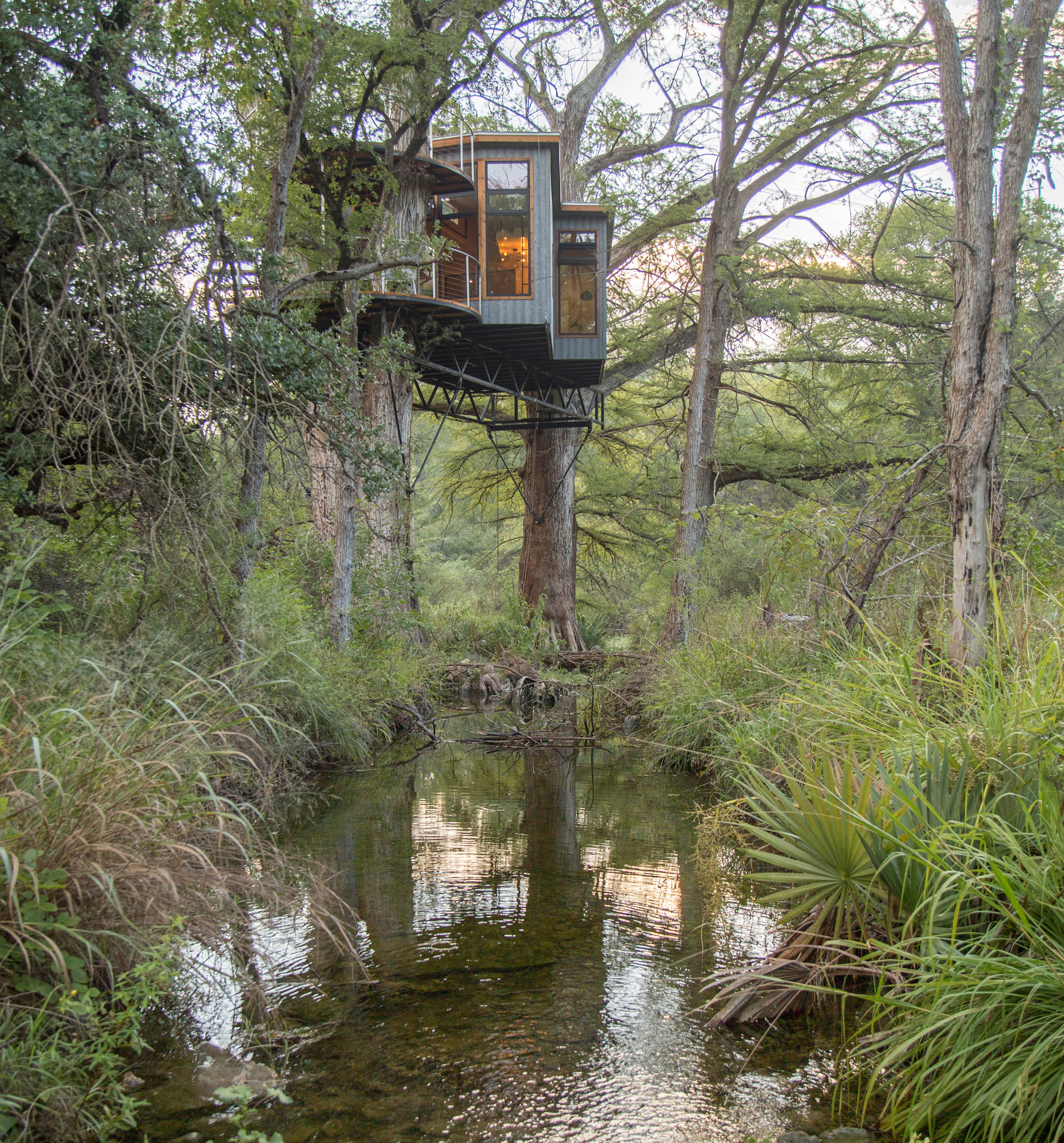 Yoki Treehouse by Will Beilharz spans cypress branches in central Texas