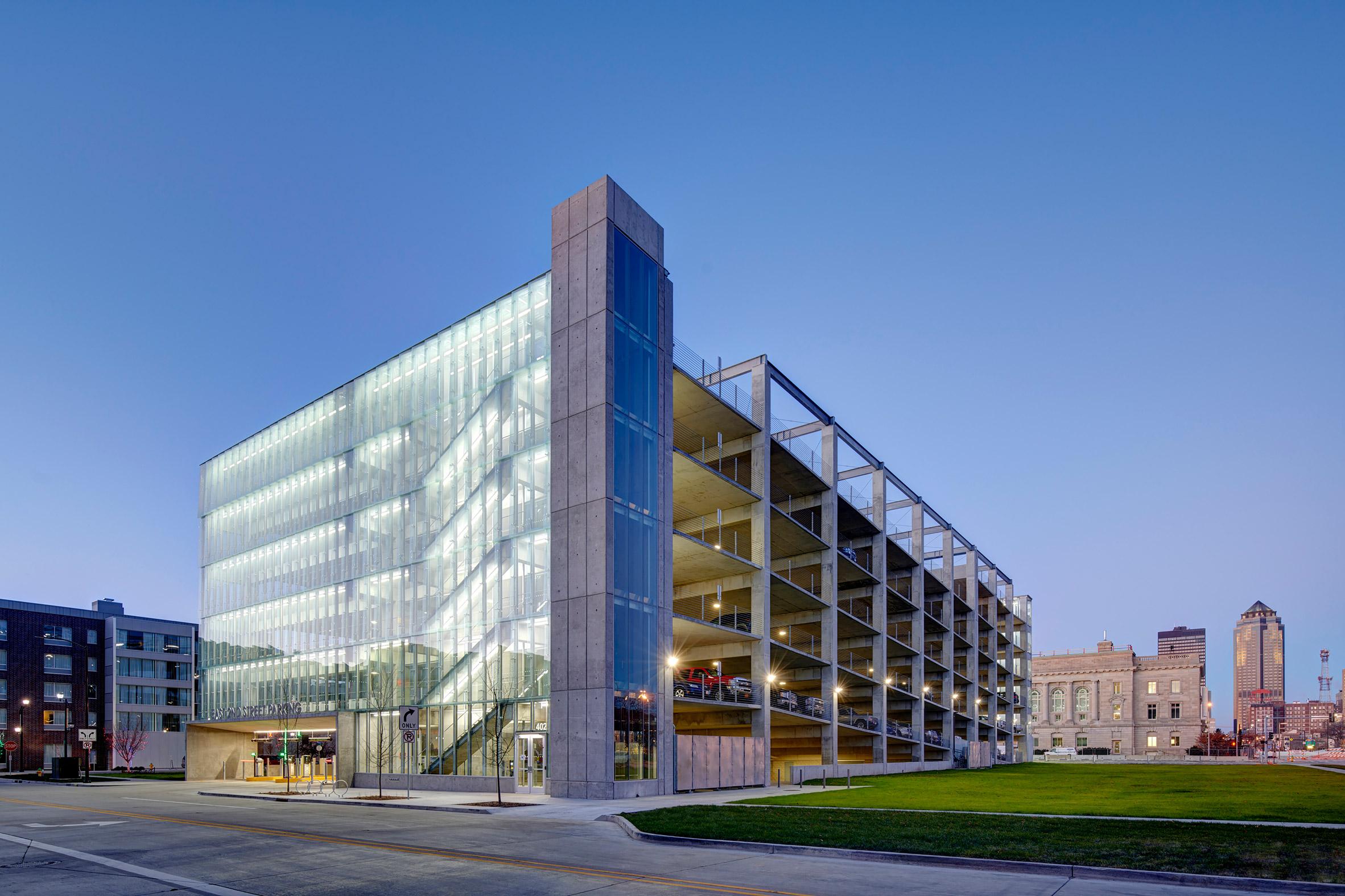 Neumann Monson creates zero-energy East 2nd Street Parking Garage in Des Moines