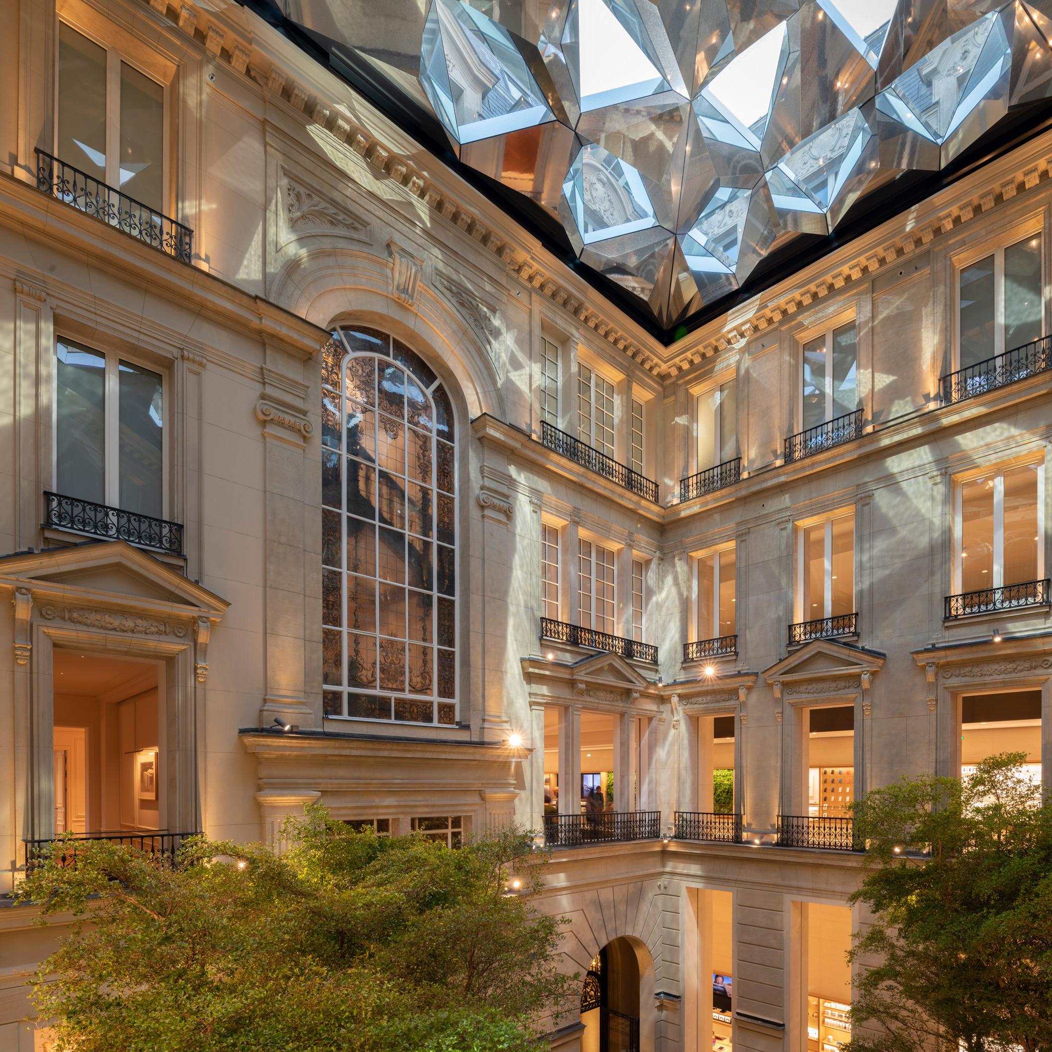 Foster + Partners Apple stores: Foster + Partners' unveils Apple Store on Champs-Élysées in Paris