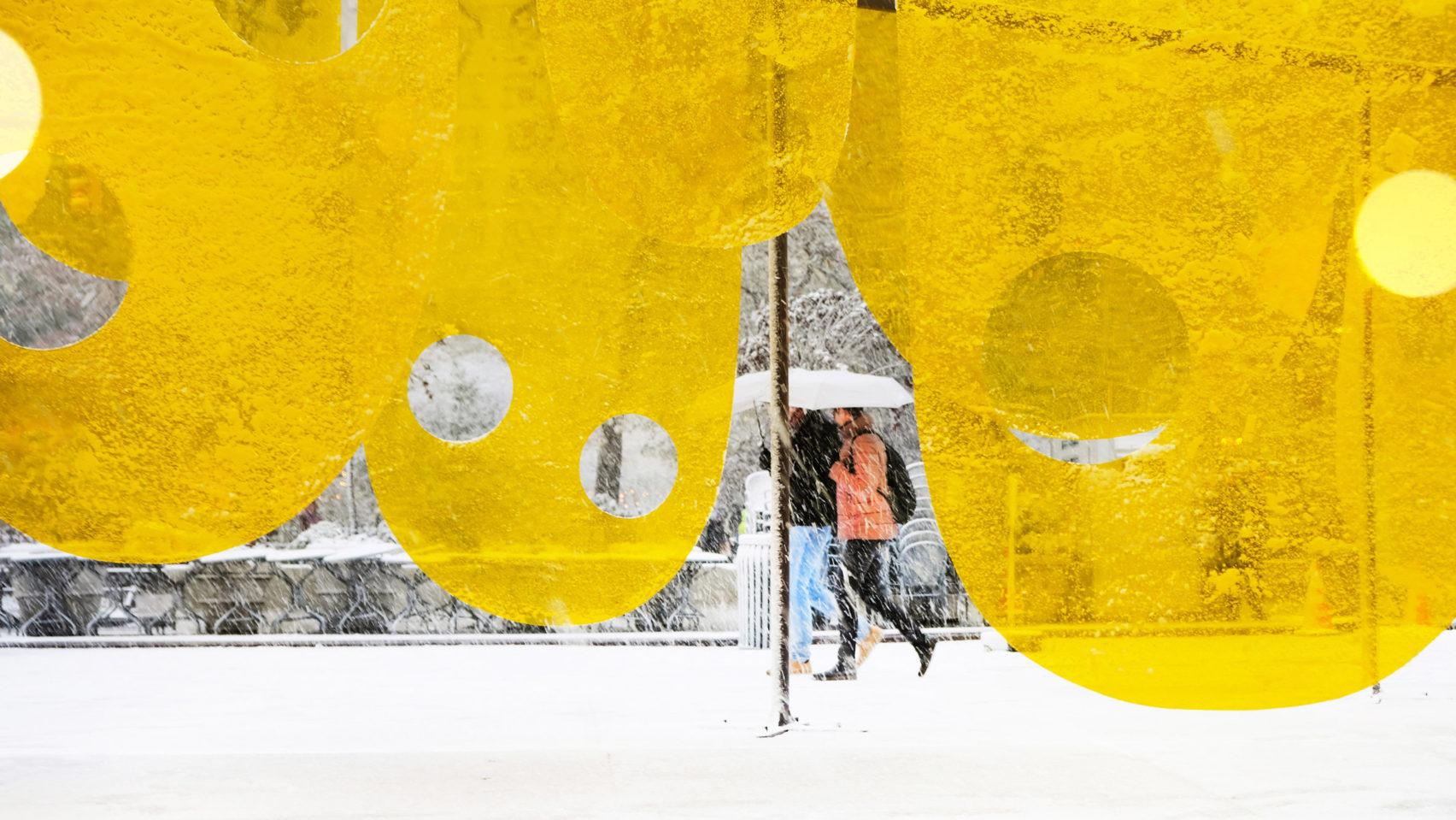 Счастливая Инсталляция на площади Нью-Йорка